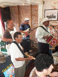 Live Cajun music and a big breakfast are a great match. (Photo: Tom Adkinson)